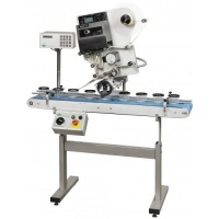 Machine for top labelling